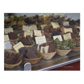 Schokoladen im Show-Fenster Postkarte