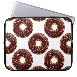 Schokoladen-Krapfen mit besprüht Laptopschutzhülle