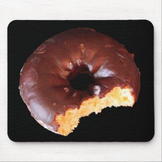 Schokoladen-Krapfen mit großem Biss-Foto Mousepad