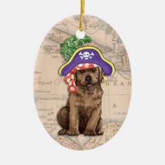 Schokoladen-Labrador-Pirat Ovales Keramik Ornament