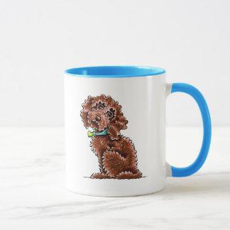 Schokoladen-Pudel-Mischungs-Seite sitzen Tasse