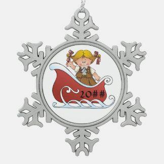 Schokoladenkuchen-Pfadfinder-Schlitten-Blondine Schneeflocken Zinn-Ornament