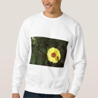 Schöne gelbe Blume mit kleiner Biene Sweatshirt