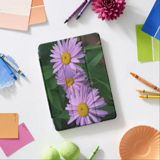 Schöne gemalte Gänseblümchen iPad Air Cover