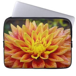 Schöne orange und gelbe Dahlielaptophülse Laptopschutzhülle