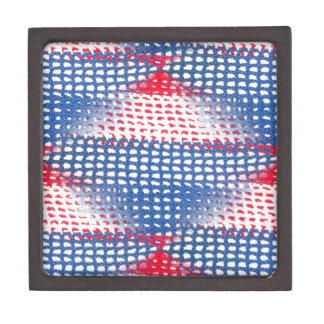 Schöne rote weiße u. blaue gewirkte kiste