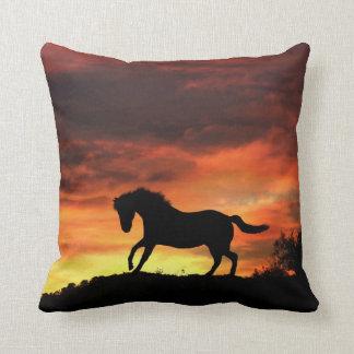 Schöne südwestliche Farben Pferd und Kissen