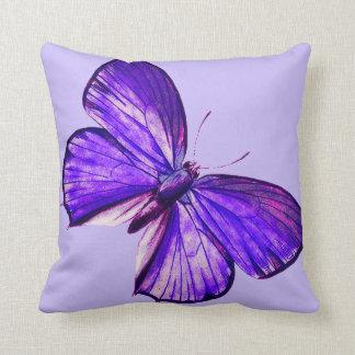 Schöner lila Schmetterling Zierkissen