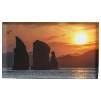 Schöner Meerblick: felsige Inseln am