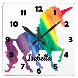 Schöner Regenbogenunicorn-personalisierte Kinder Quadratische Wanduhr
