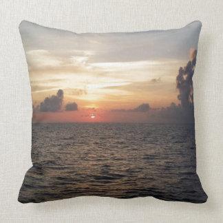 Schöner Sonnenuntergang in Seychellen Kissen