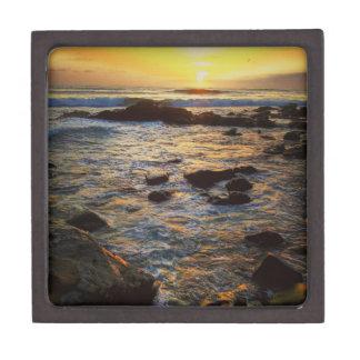 Schöner Sonnenuntergang über dem Meer Schachtel