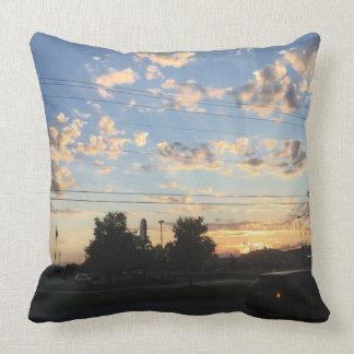 Schöner Sonnenuntergang und Wolken Kissen