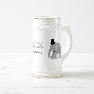 Schöner Vintager Elefant-Bräutigam mit Zylinder Bierkrug