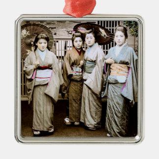 Schöner Vintager Geisha in den Kimonos altes Japan Quadratisches Silberfarbenes Ornament