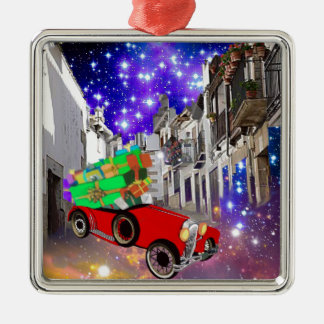 Schönes Autoviel der Geschenke unter sternenklarer Silbernes Ornament