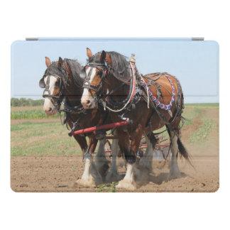 Schönes clydesdale Pferdepflügen iPad Pro Hülle