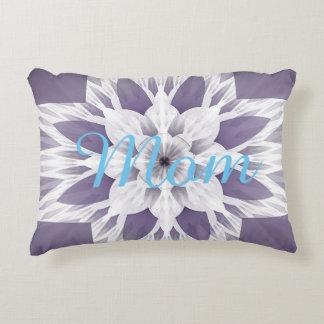 Schönes lila Fraktal Design mit Monogramm Zierkissen