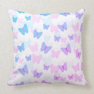 Schönes Regenbogen-Schmetterlings-Muster Kissen