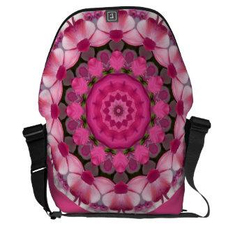 Schönes Rosa blüht 001 02,1, Natur-Mandala Kurier Tasche