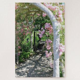 Schönes rosa Blumen-Bogen-Puzzlespiel