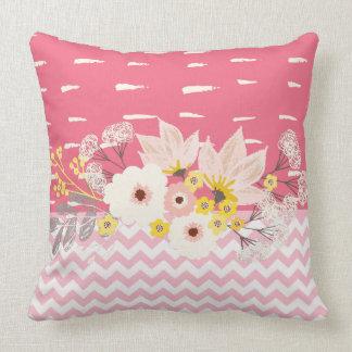 Schönes rosa weißes Zickzack mit Blumenmuster Kissen
