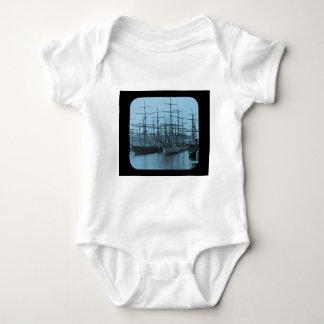 Schooners im Hafen-magische Laternen-Dia cyan-blau Baby Strampler