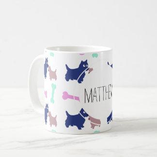 Schottischer Terrier entbeint Kaffeetasse