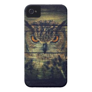 Schreieule des hölzernen gotischen wilden Vogels Case-Mate iPhone 4 Hüllen