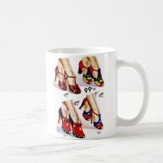 Schuhe der Retro die Vintagen Frauen der Kaffeetasse