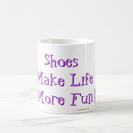 Schuhe machen Leben mehr Spaß - lila Kaffeetasse