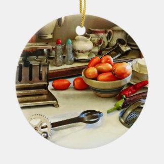 Schüssel Tomaten auf Zähler Keramik Ornament