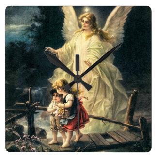 Schutzengel und zwei Kinder auf Brücke Quadratische Wanduhr