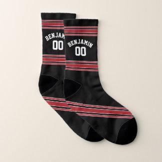 Schwarz und Rot trägt Jersey-Name-Zahl zur Schau Socken