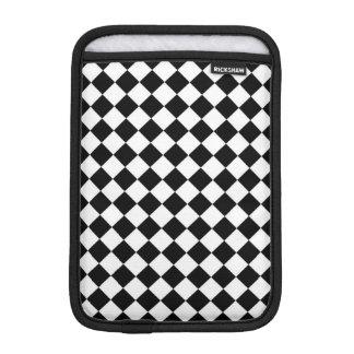 Schwarz-weißes Diamant-Schachbrett iPad Mini Sleeve
