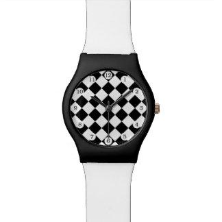Schwarz-weißes Diamant-Schachbrett Uhr