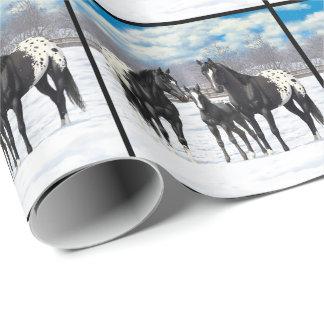 Schwarze Appaloosa-Pferde im Schnee Geschenkpapier