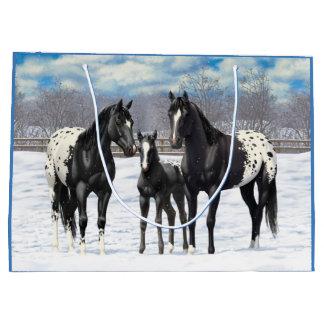 Schwarze Appaloosa-Pferde im Schnee Große Geschenktüte