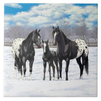 Schwarze Appaloosa-Pferde im Schnee Große Quadratische Fliese