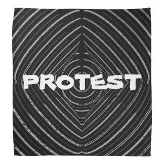 SCHWARZE FLAGGE: GRELLER PROTEST TEAMS DIE FREIEN KOPFTUCH