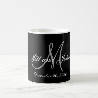 Schwarze graue elegante Monogramm-Hochzeit Tasse