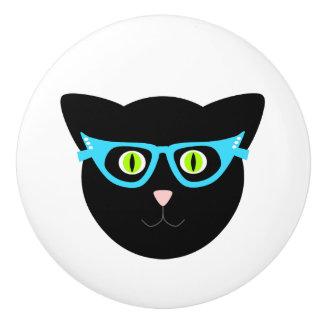 Schwarze Katze in den Gläsern auf Weiß Keramikknauf