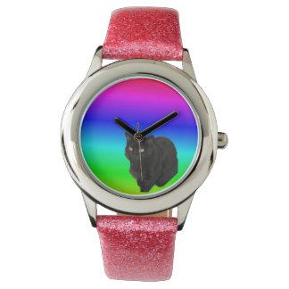 Schwarze Katze mit Regenbogen farbigem Hintergrund Armbanduhr