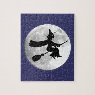 Schwarze Katzen-Hexe auf Besen vor Mond
