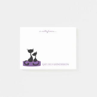 Schwarze Katzen-Silhouette auf violettem lila Post-it Klebezettel