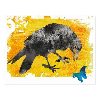 Schwarze künstlerische Grunge-Krähe und Postkarte
