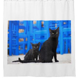 Schwarze Mutter-Katze und Baby-Kätzchen Duschvorhang
