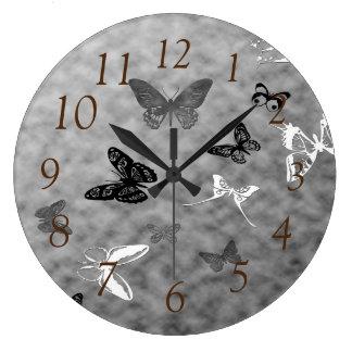 Schwarze n-Weiß-Schmetterlinge Große Wanduhr