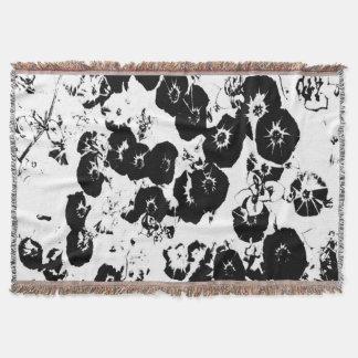 Schwarze Petunien Decke