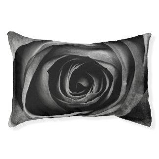 Schwarze Rosen-Blumen-dekoratives mit Haustierbett